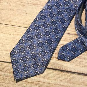 Van Heusen 100% silk, stain resistant tie